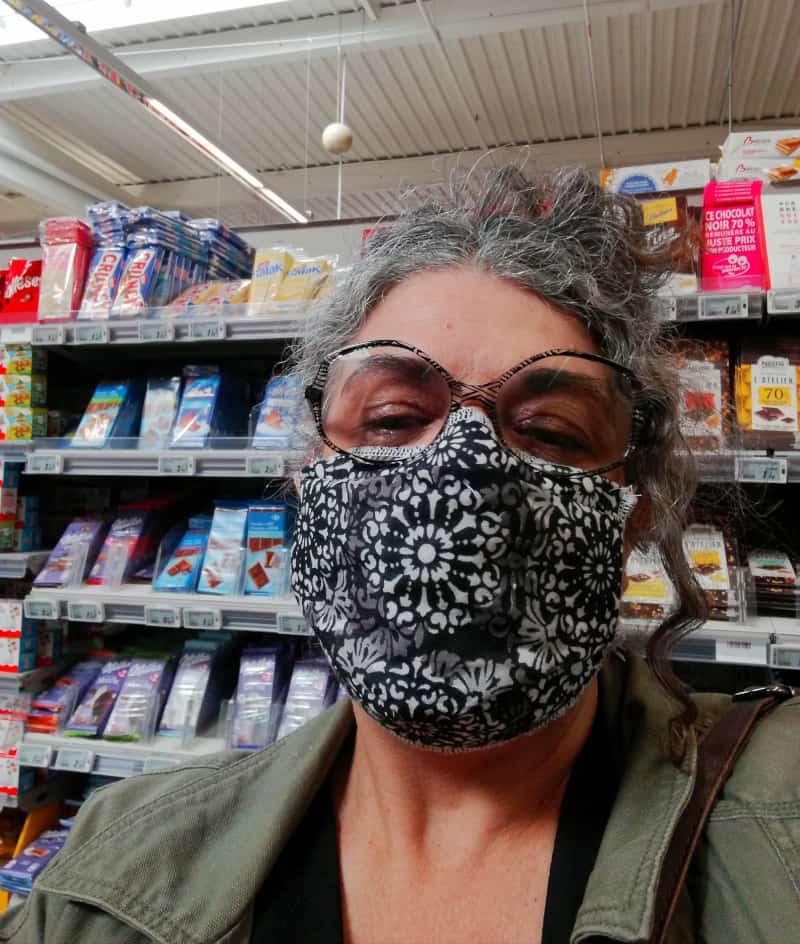 portrait avec masque motif bandana